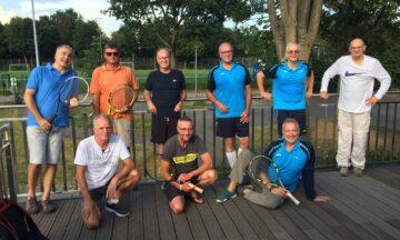 Tennis: Herren 55 bewahren trotz Hitze kühlen Kopf