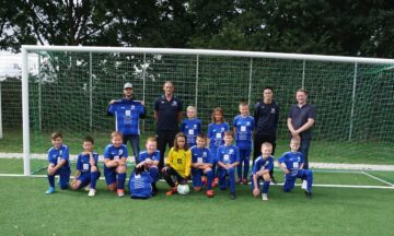 Fußball: Neue Trikots verleihen der U11 Flügel