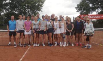 Tennis: Titelverteidiger triumphieren